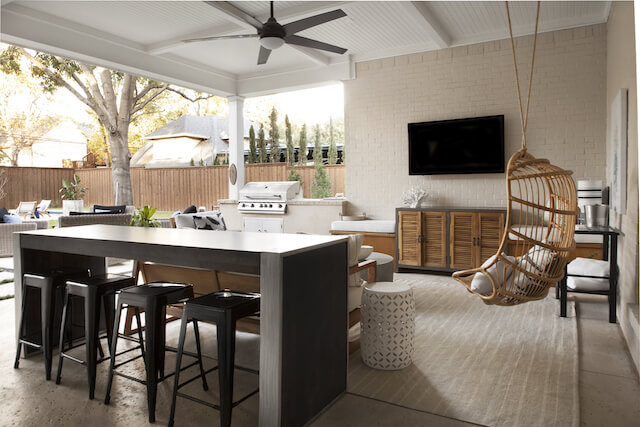 Outdoor living with television and custom bar. | Dallas interior designer, ML Interiors Group